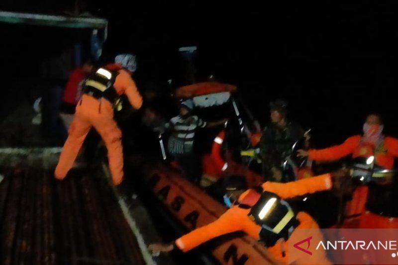 Tim SAR Asmat evakuasi kru Kapal Adi Utama ke Agats