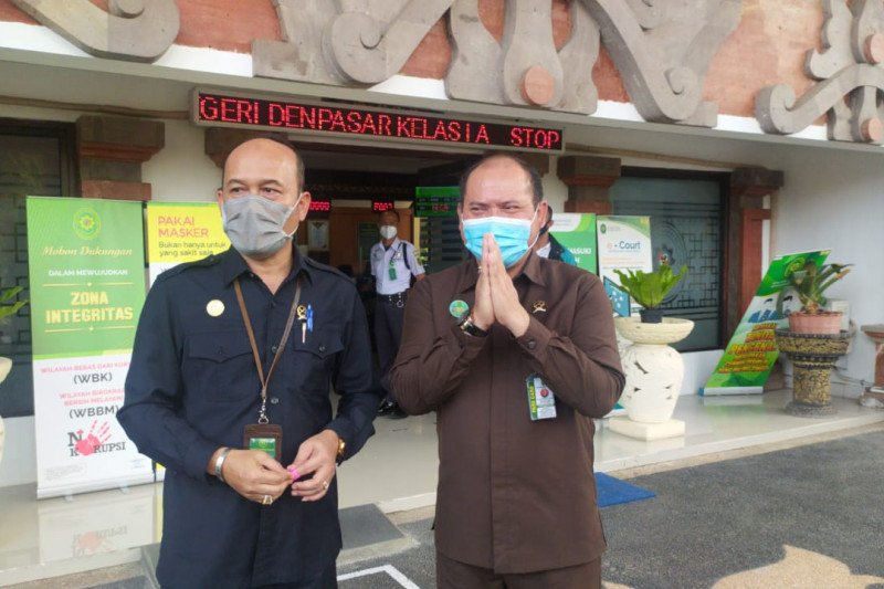 PN Denpasar tolak permohonan pergantian majelis hakim kasus Jrx