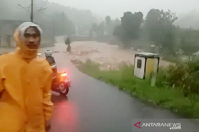 Banjir hingga longsor terjadi di Bogor akibat curah hujan ekstrem