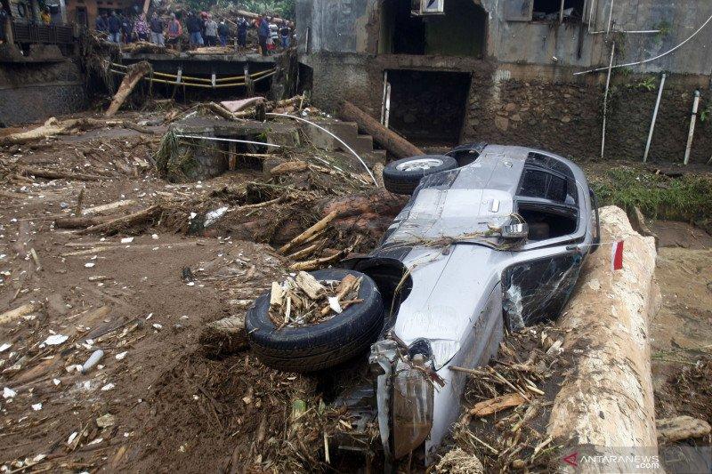 Hoaks, video rumah-mobil hanyut ini bukan banjir Sukabumi