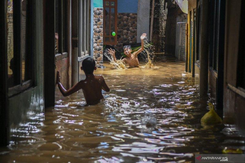Tinggi muka air di DKI Jakarta masih aman namun harus tetap waspada