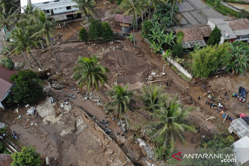 Luapan Sungai Citarik-Cipeucit sebabkan banjir bandang di Sukabumi