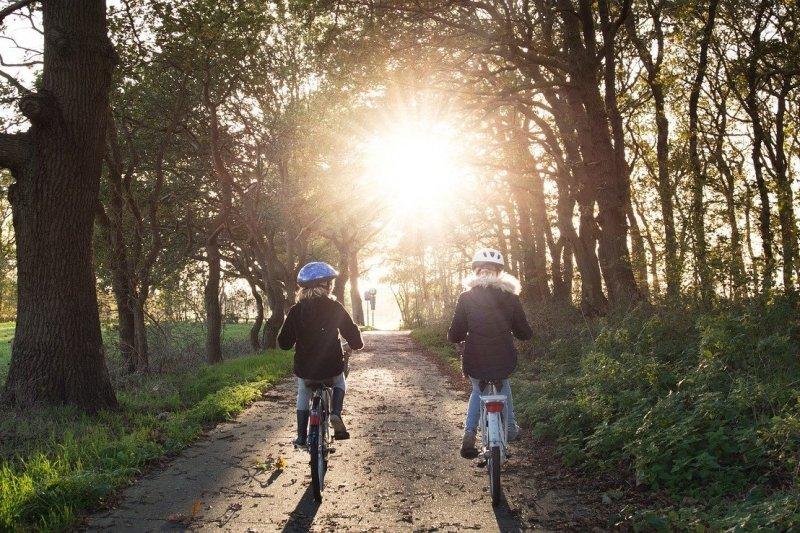 Sekedar bersepeda santai, perlukah pakai helm?