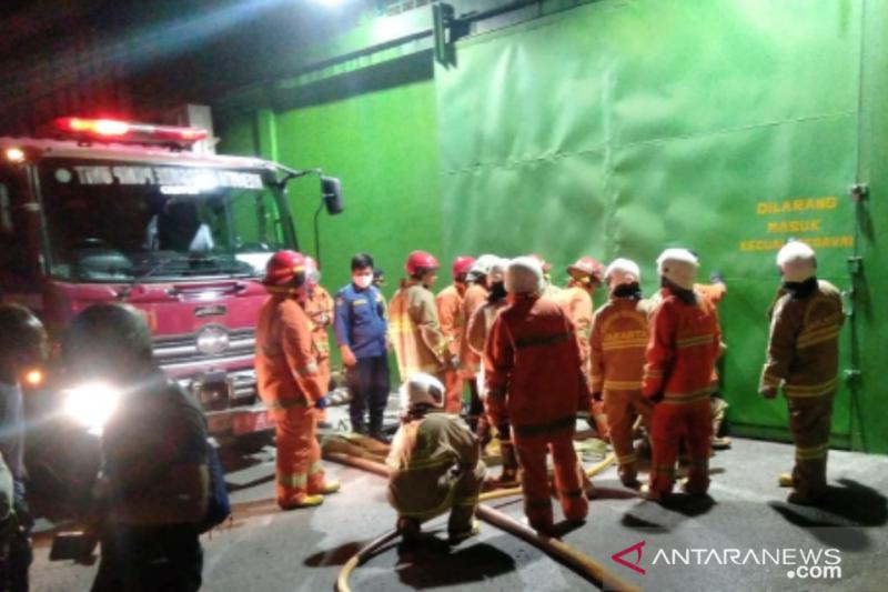 15 unit Damkar padamkan api lalap kawasan pergudangan Cengkareng