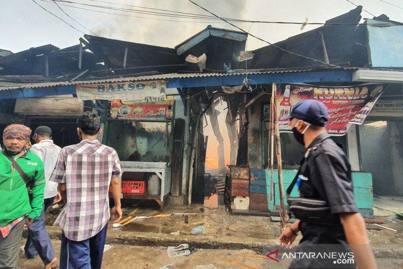 Api di Pasar Cempaka Putih diduga berasal dari kios pemotongan ayam