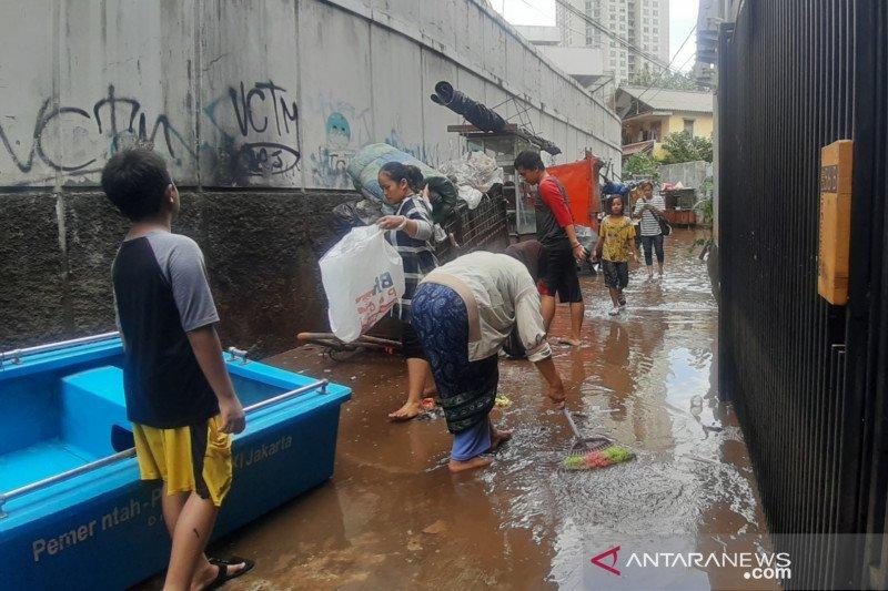 Kemenkes tingkatkan surveilans hadapi ancaman banjir dan pandemi