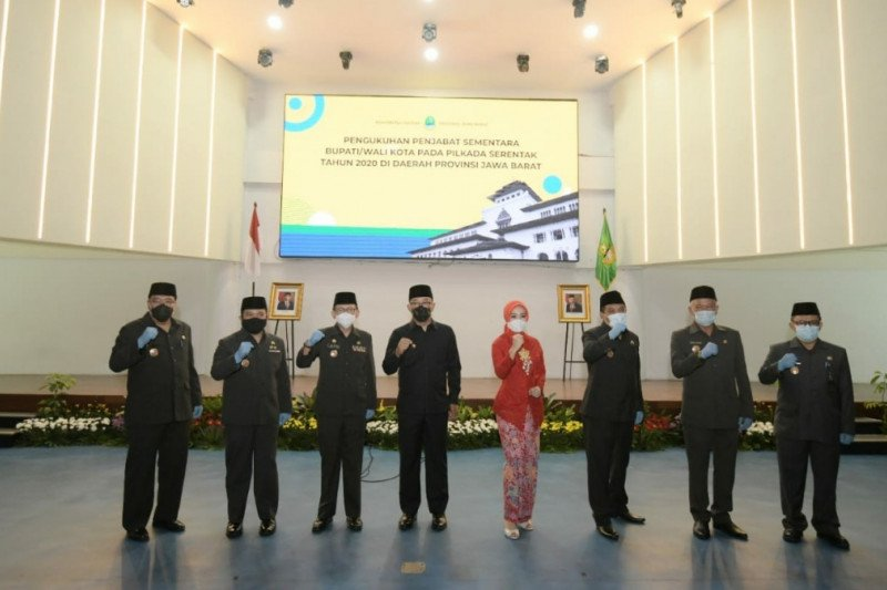 Gubernur Jabar kukuhkan tujuh penjabat sementara bupati/wali kota