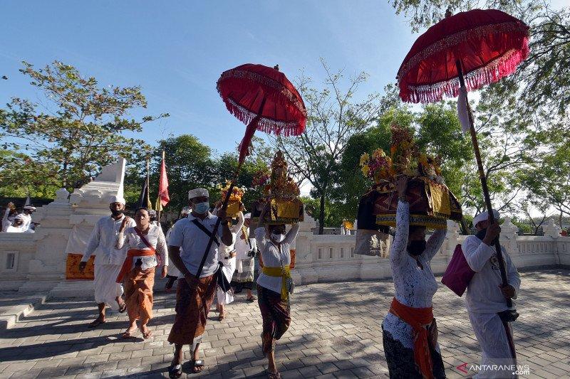 Ritual jelang Hari Raya Kuningan
