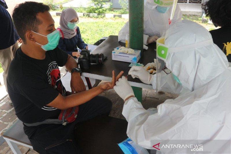 Interaksi dengan Ketua DPRD Bogor, wartawan jalani tes COVID-19 massal