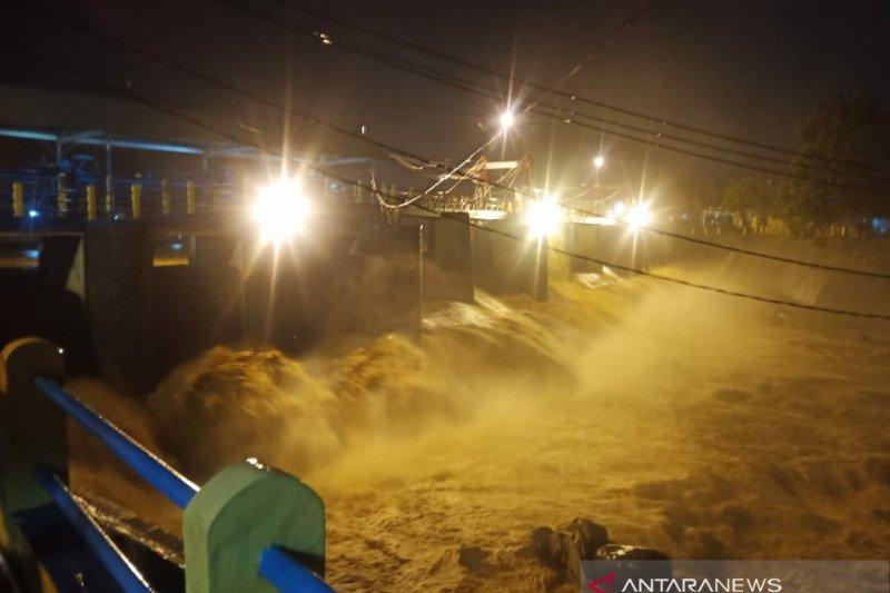 Tinggi muka air Bendung Katulampa Bogor naik jadi 80 cm