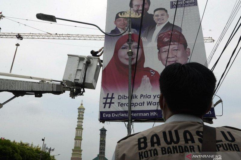 Penertiban APK pilkada di Bandar Lampung