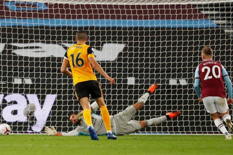 West Ham hancurkan Wolves 4-0