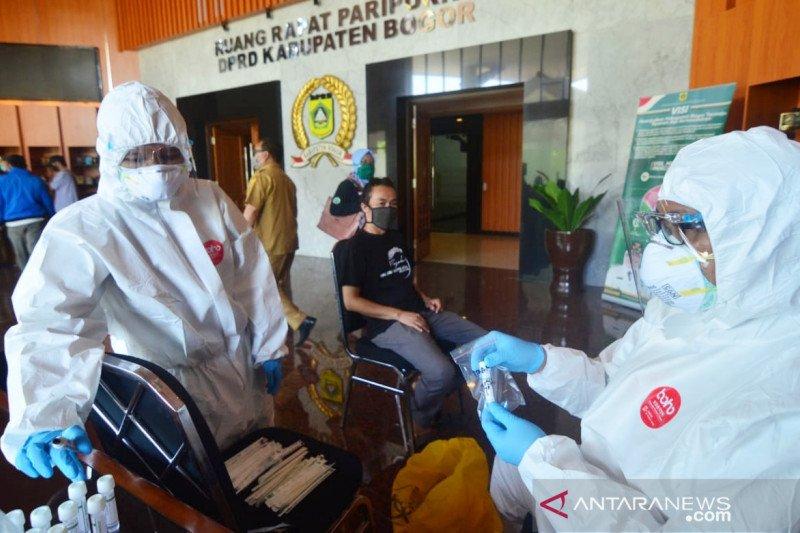 Kontak erat ketua DPRD Bogor, 24 wartawan jalani tes usap