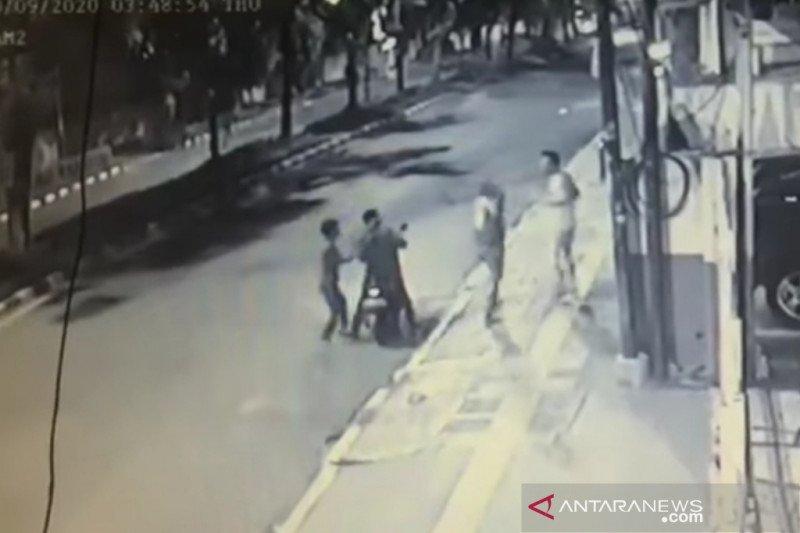 Polisi ringkus tiga begal ponsel di Jakarta Pusat