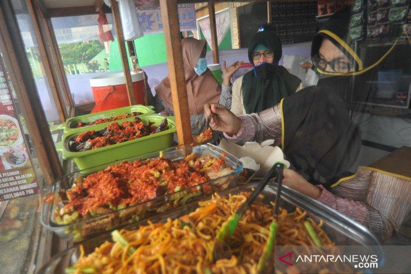 Presiden: Warung makan bisa terima pengunjung saat PPKM level 4