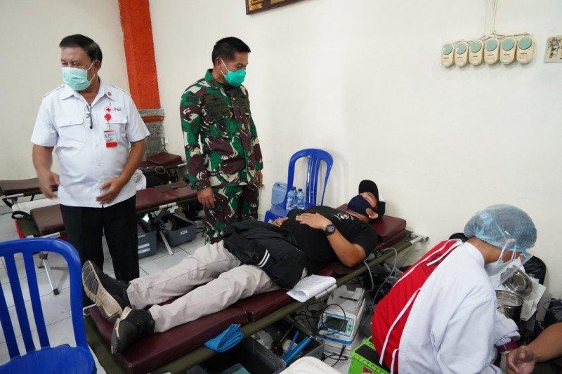 15 anggota TNI dan 22 warga sipil lakukan donor plasma konvalesen