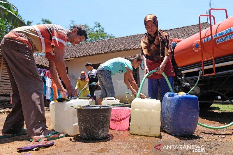Bantuan air bersih untuk warga terdampak musim kemarau
