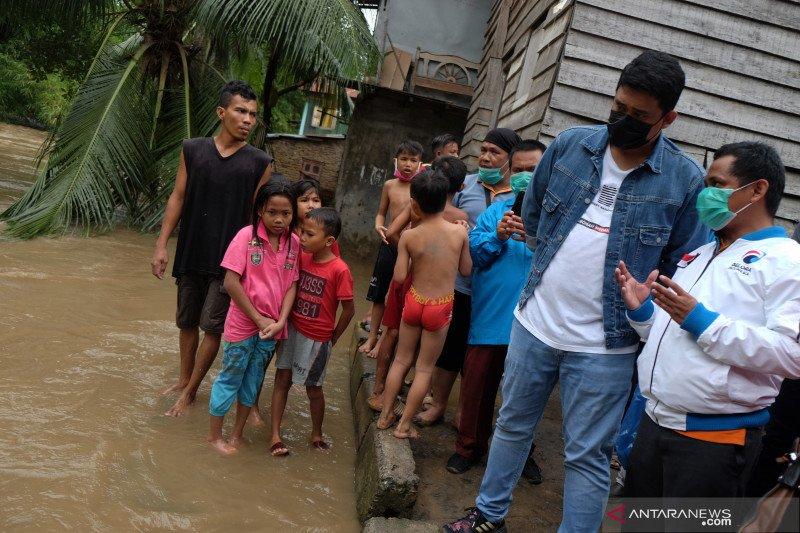 Bobby Nasution blusukan tinjau banjir di Kota Medan