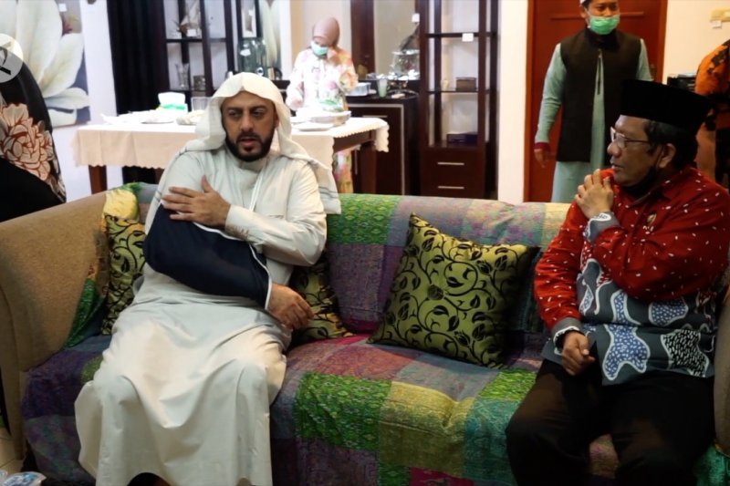 Jenguk Syekh Ali Jaber, Menkopolhukam pastikan proses hukum transparan