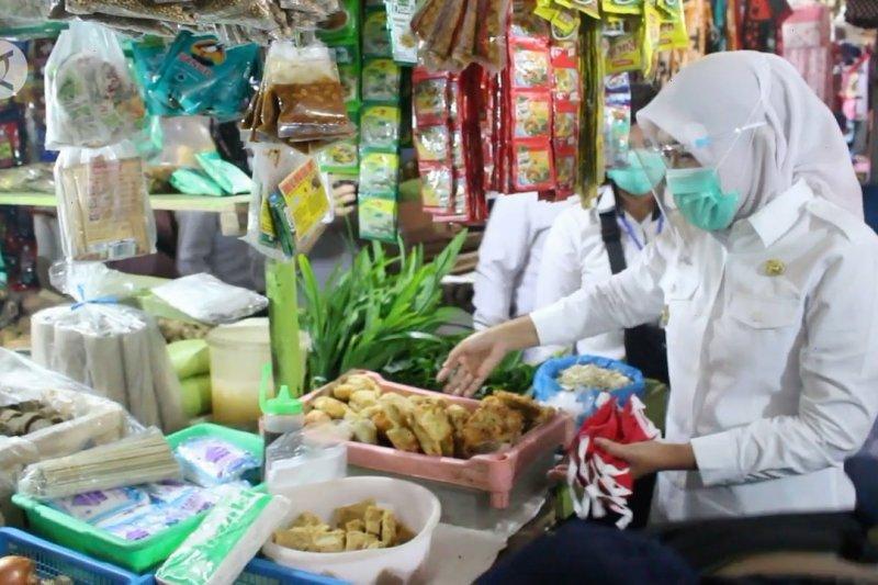 Memastikan produk pangan di pasar tradisional Palembang aman & sehat