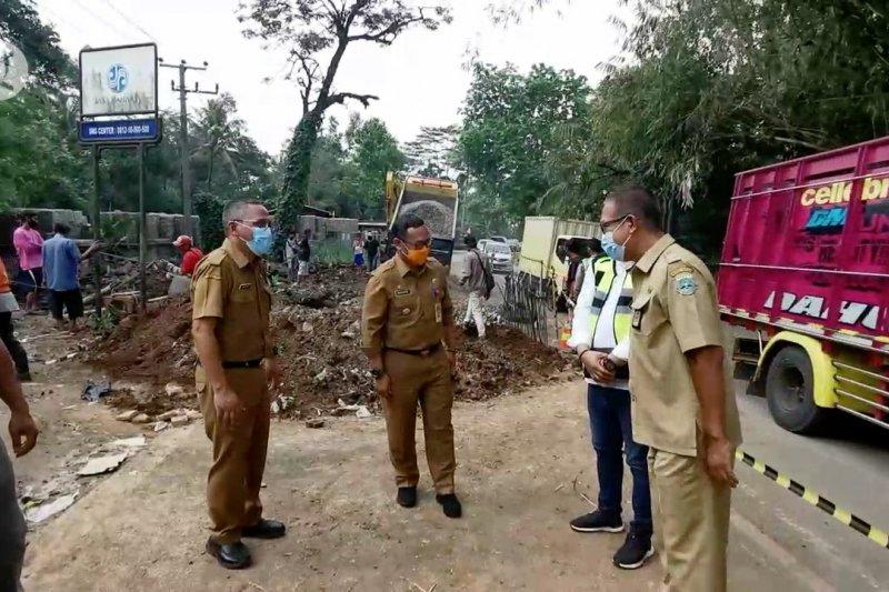 PjsBupati Pandeglang minta perbaikan gorong-gorong segera dirampungkan