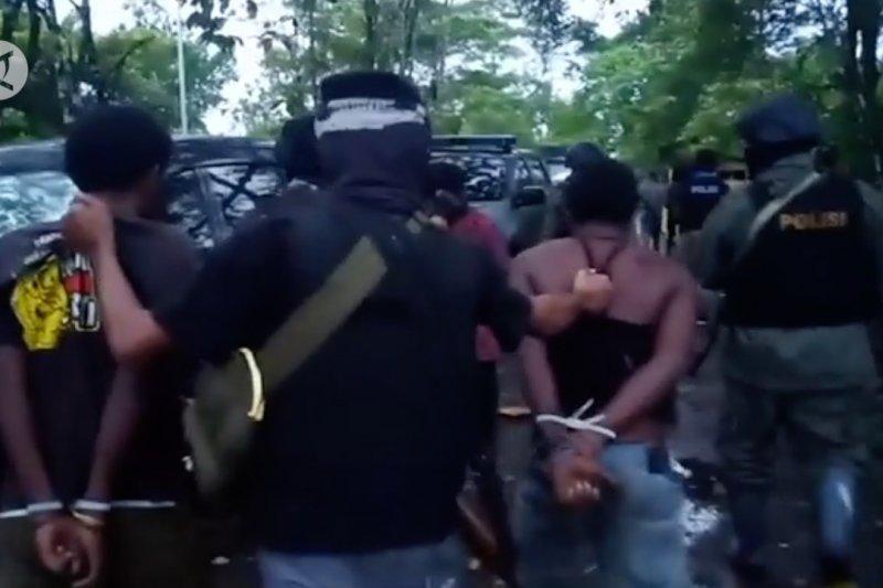 Polda Papua tangkap seorang terduga terkait pembunuhan staf KPU Yahukimo