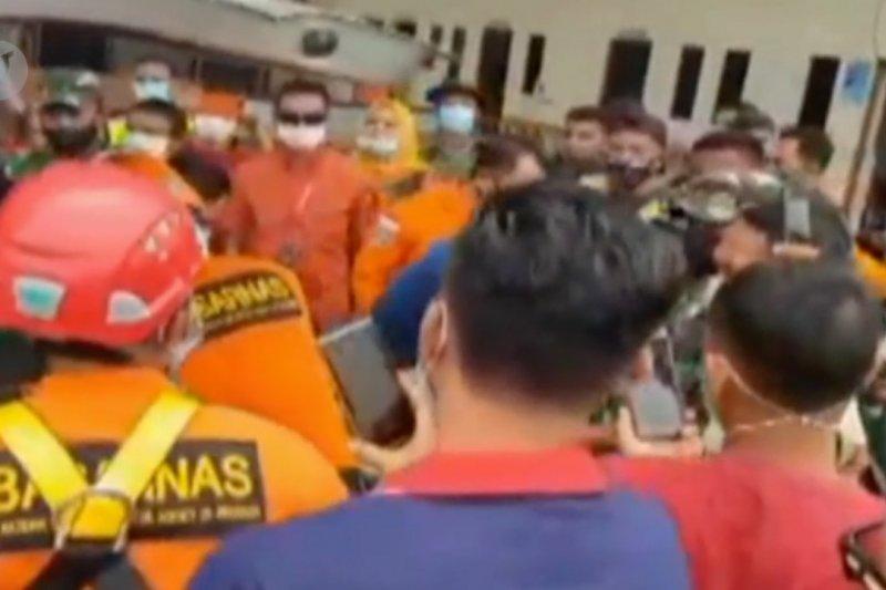 Tim SAR evakuasi awak helikopter dari pedalaman Paniai Papua