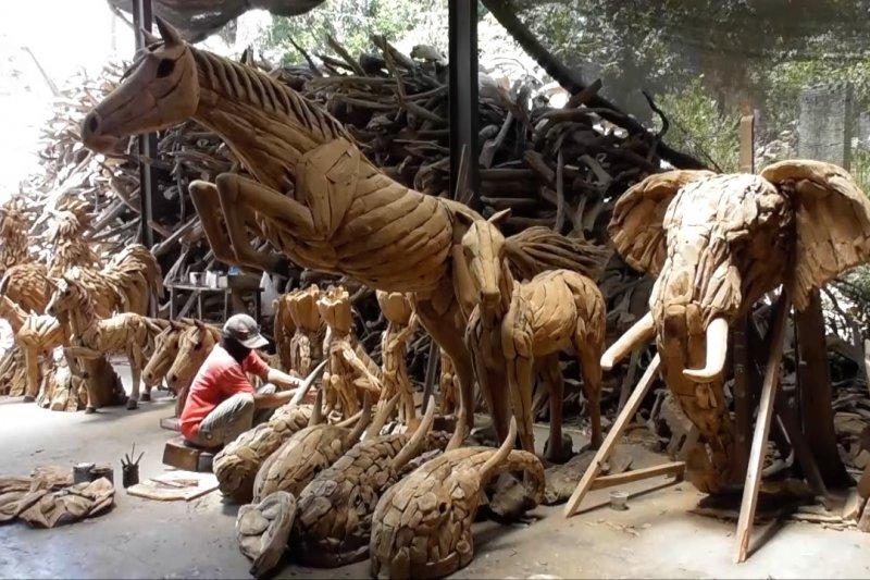 Kreasi limbah akar kayu jati yang mendunia