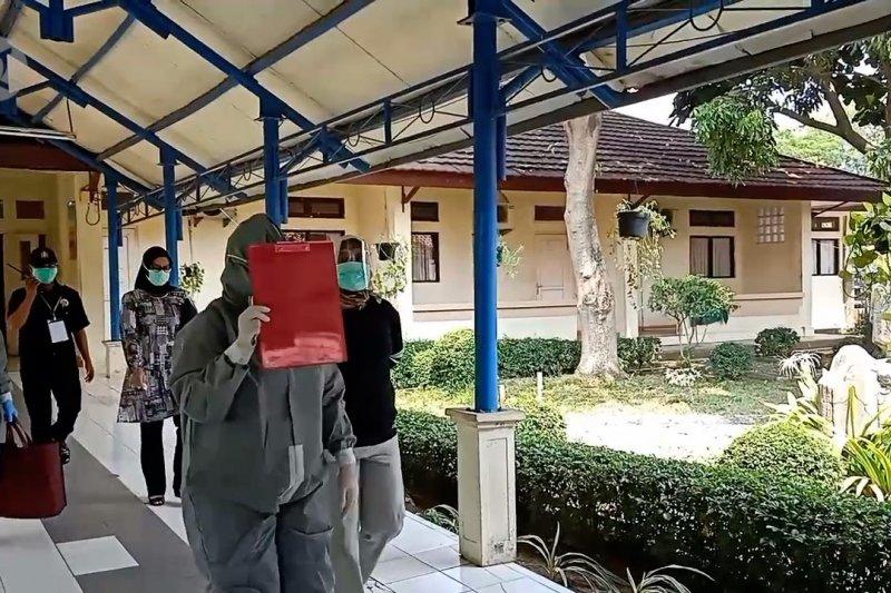Hasil tes usap beda, KPU Cilegon sarankan Ati Marliati isolasi mandiri