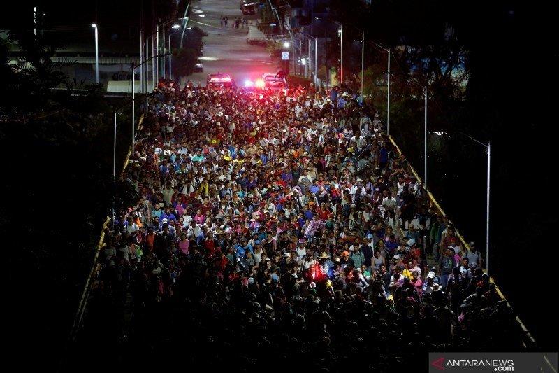 6.500 imigran dari Honduras memulai perjalanan menuju AS