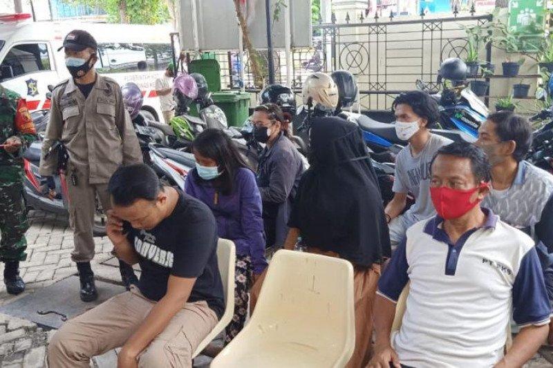 Pemkot Surabaya bentuk tim Swab Hunter COVID-19