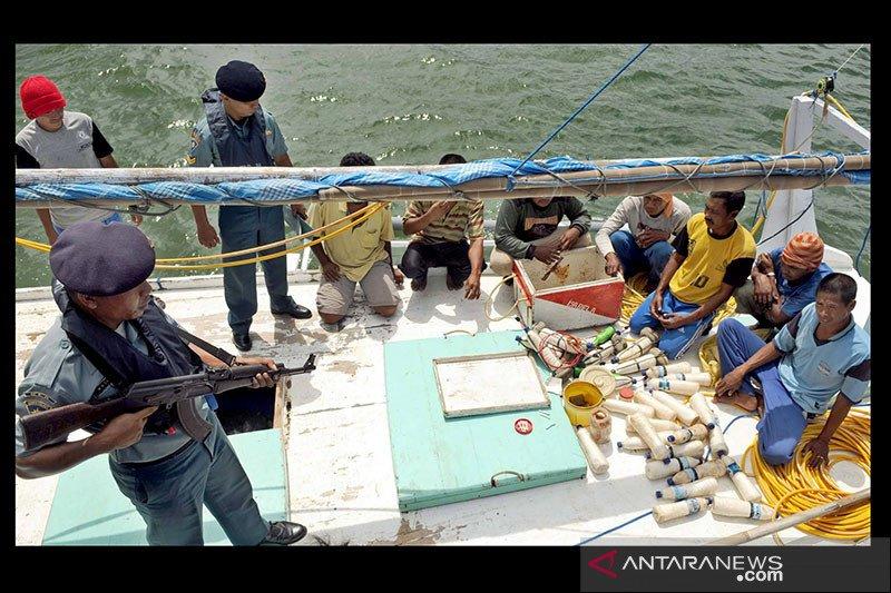 Nyamar jadi nelayan, KKP tangkap 8 pelaku