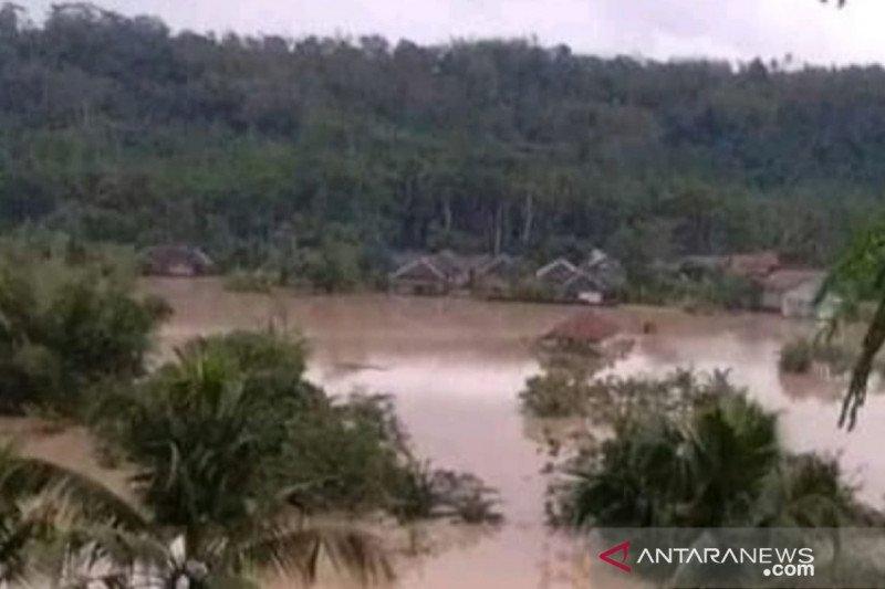 Ratusan rumah di Kabupaten Cianjur terendam banjir