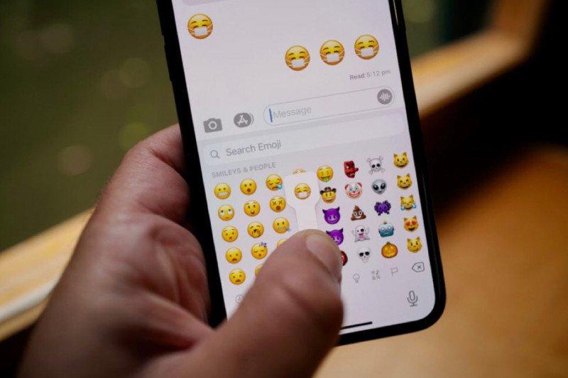 Emoji ikut adaptasi kebiasaan baru, wajah tersenyum kini pakai masker