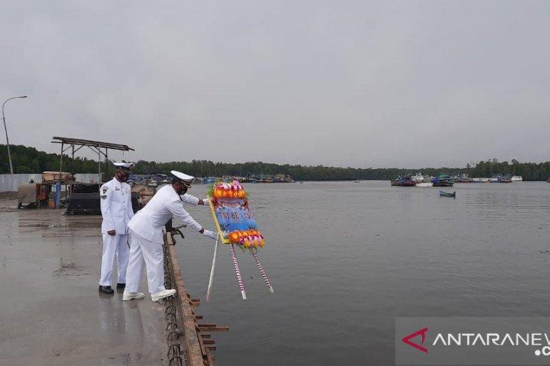 Jajaran Kogabwilhan III tabur bunga di Pelabuhan Pomako