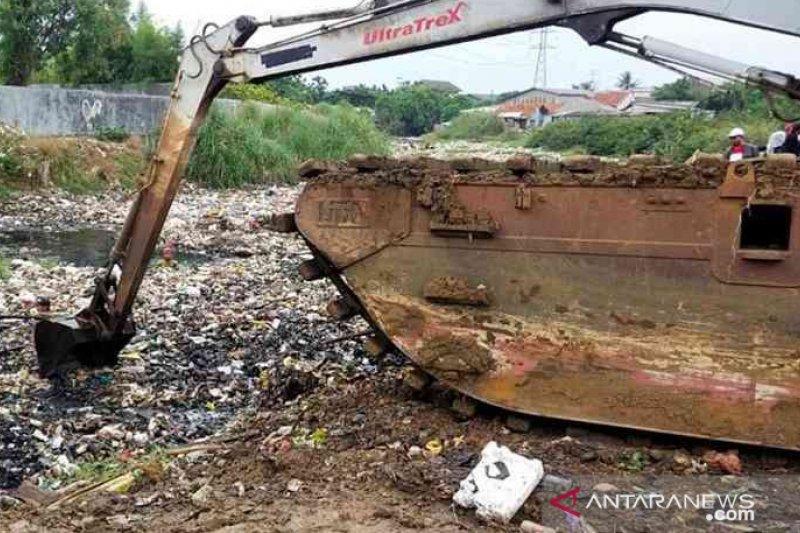 Bekasi bentuk Pasukan Kepiting Muara cegah sampah dari perbatasan