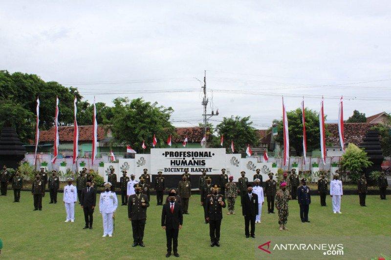 "Bupati Banyuwangi ajak TNI terus bersinergi ""perangi"" COVID-19"