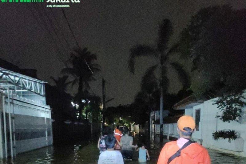 Jalan Kemang Selatan XII masih tergenang  banjir 30 cm