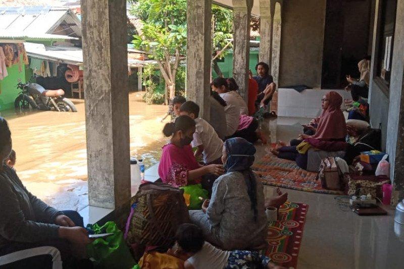Banjir di Kemang Selatan X belum surut, 30 warga masih mengungsi