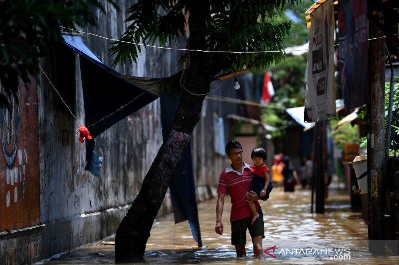 Banjir akibat luapan kali Krukut di Petogogan
