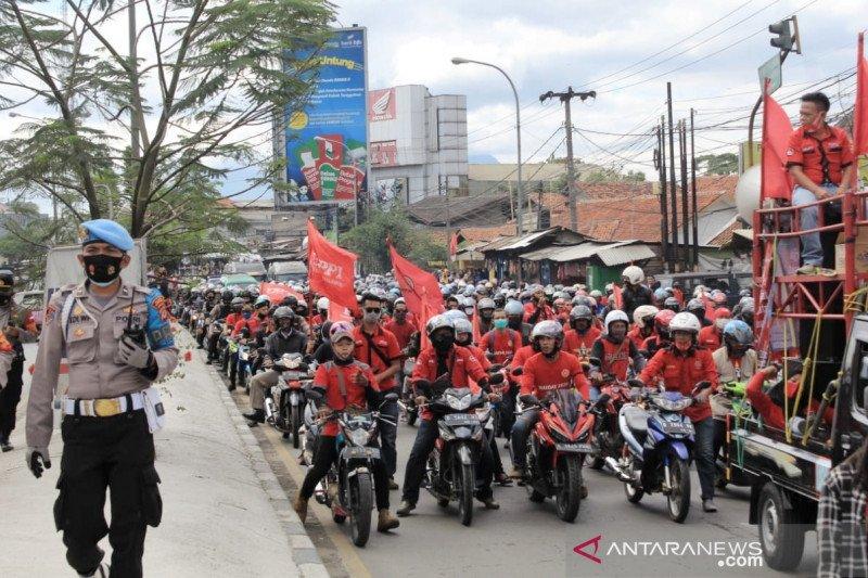 Aksi buruh tolak Omnibus Law sempat padati Jalan Raya Bandung-Garut