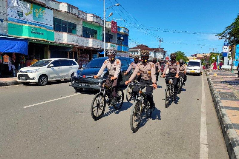 Polres Biak gelar patroli bersepeda imbau warga pakai masker
