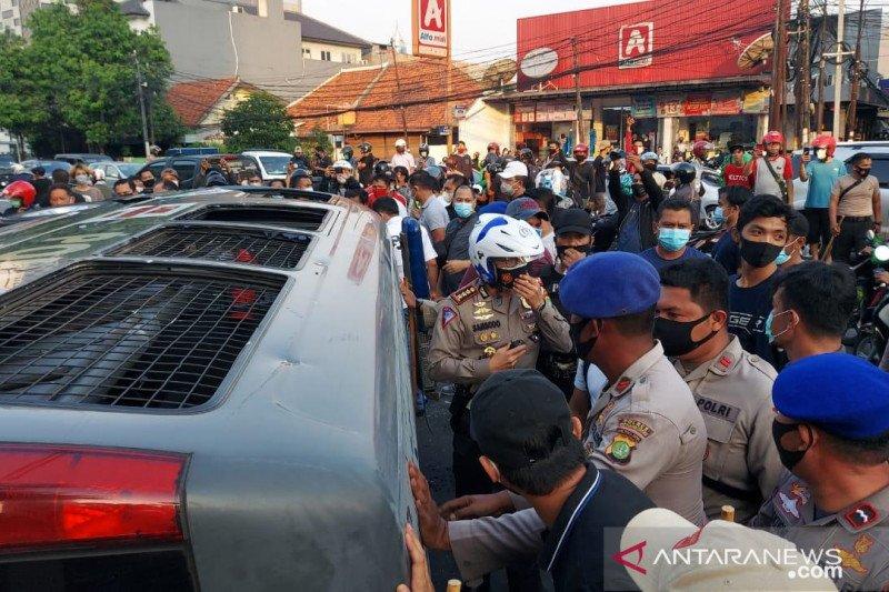 14 orang diamankan imbas perusakan mobil dinas Polri di Pejompongan
