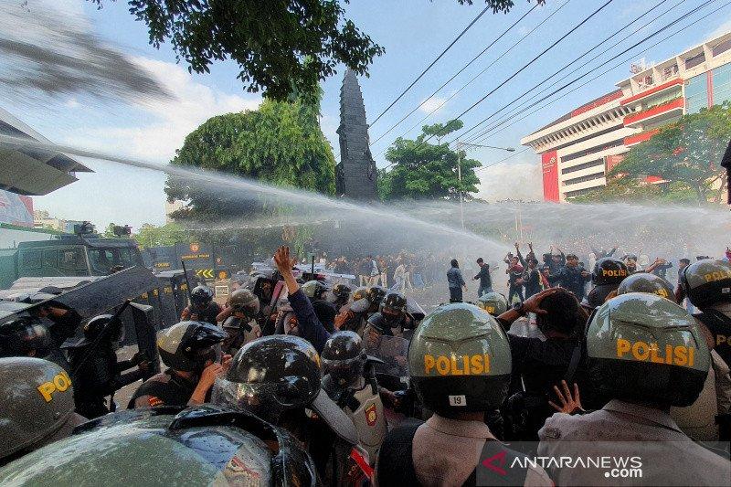 Polisi amankan seratusan peserta demo ricuh di Semarang
