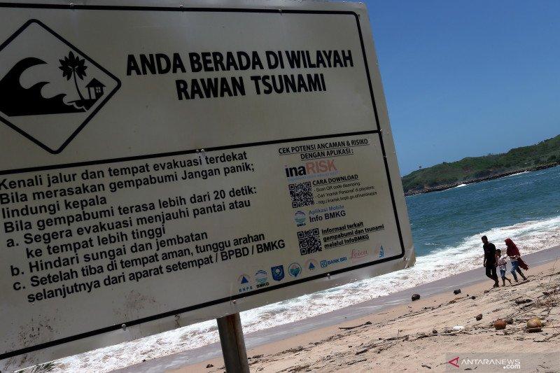 Edukasi kebencanaan kepada masyarakat pesisir selatan Jawa Timur