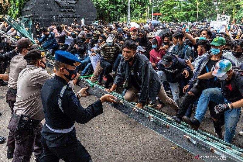 Empat mahasiswa jadi tersangka demo ricuh di Semarang