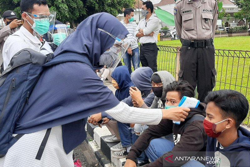 Mahasiswa Fikes kawal unjuk rasa tolak UU Cipta Kerja di Purwokerto