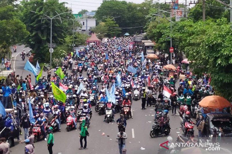 4.263 personel amankan demonstrasi tolak UU Cipta Kerja di Surabaya - ANTARA News Kalimantan Tengah - Berita Terkini Kalimantan Tengah