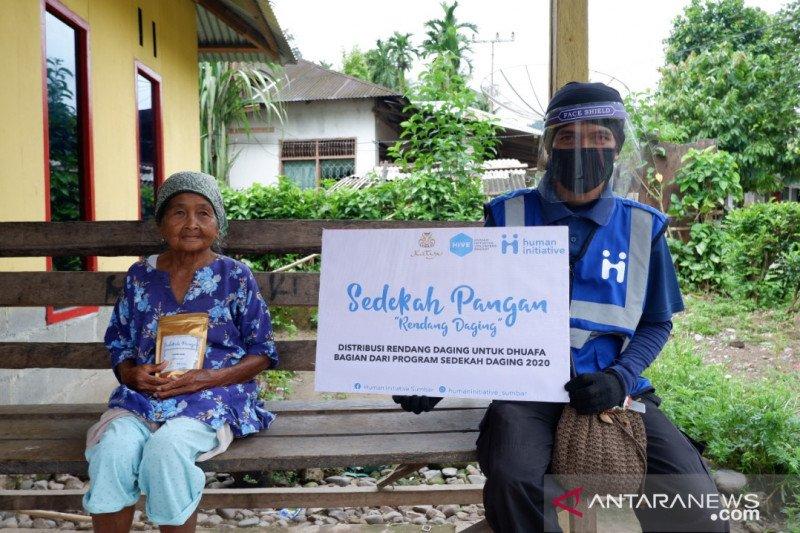 Human Initiative Sumbar salurkan rendang ke duafa saat pandemi