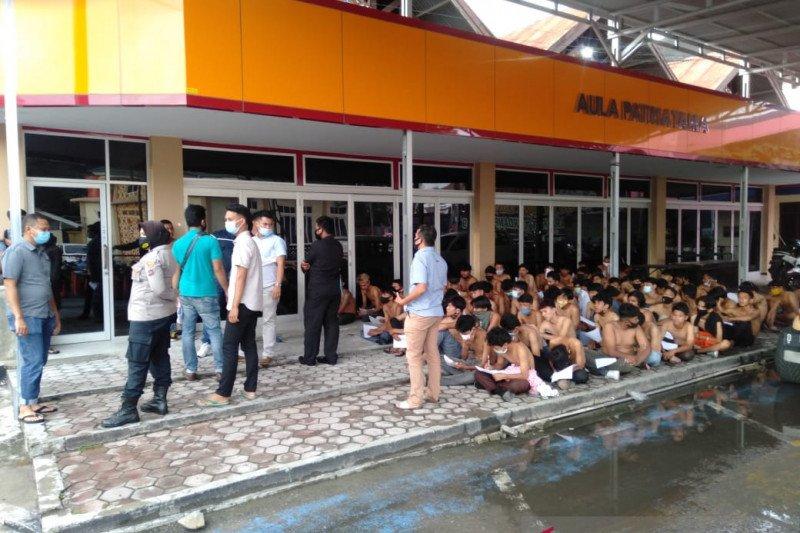 Polisi pulangkan puluhan pendemo yang diduga sebagai perusuh